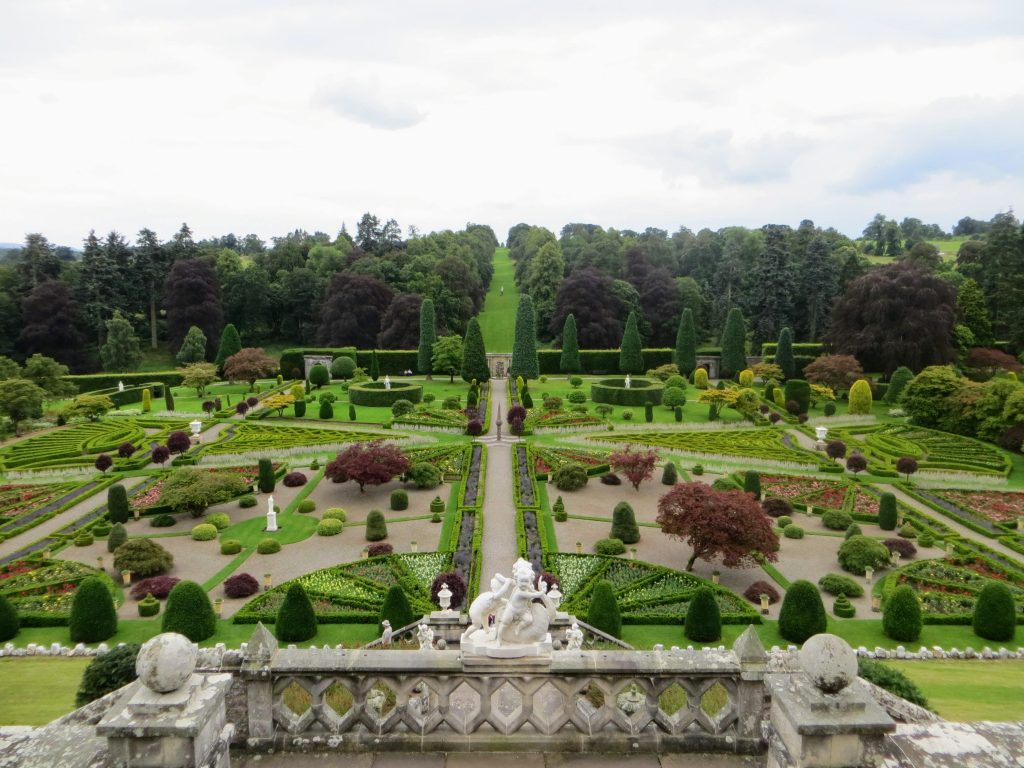 1 Week Tour of Scotland - Drummond Castle Gardens