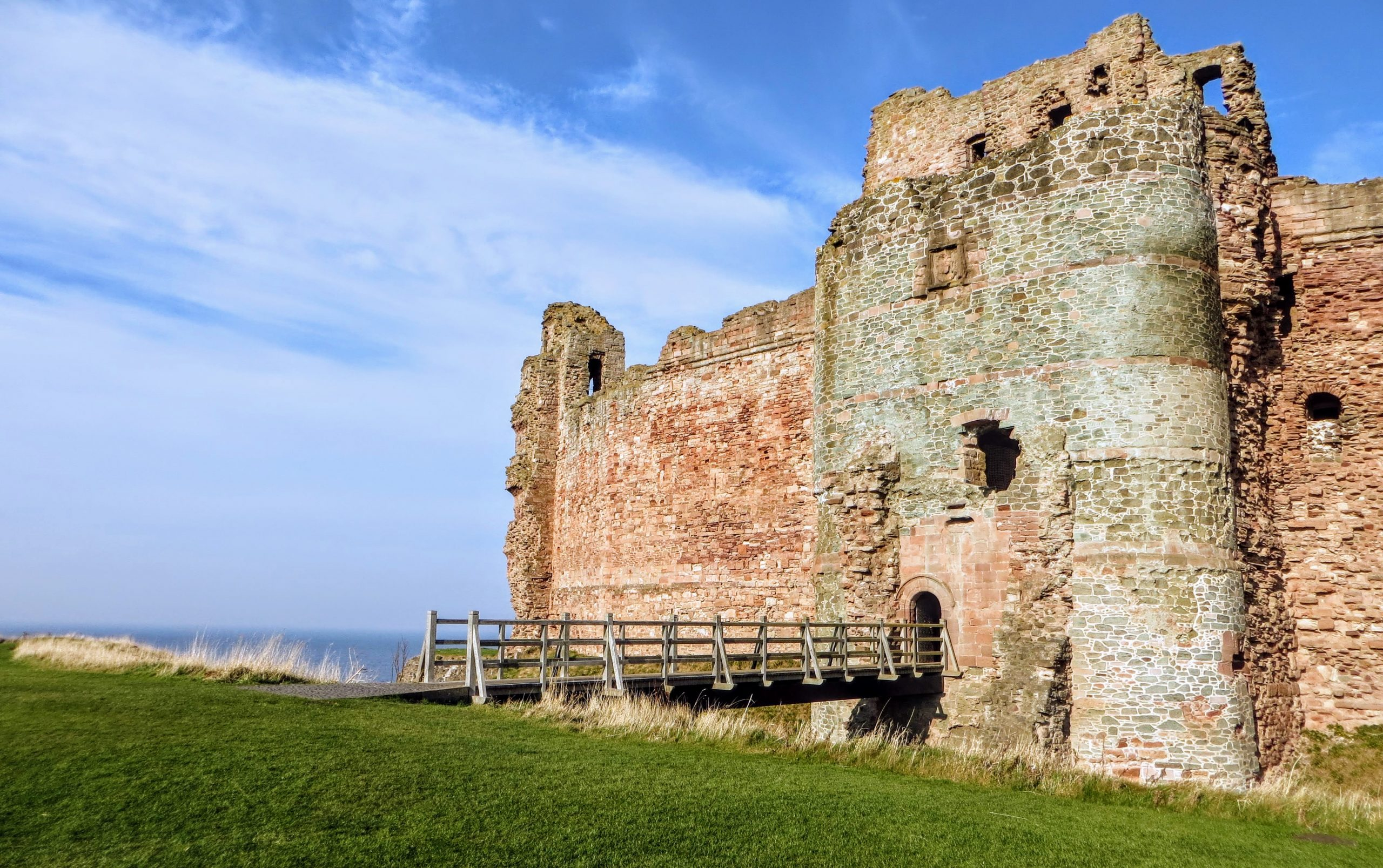 Private Scotland Tours - Tantallon Castle